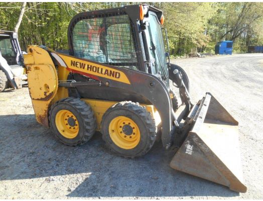 New Holland L216 skid loader