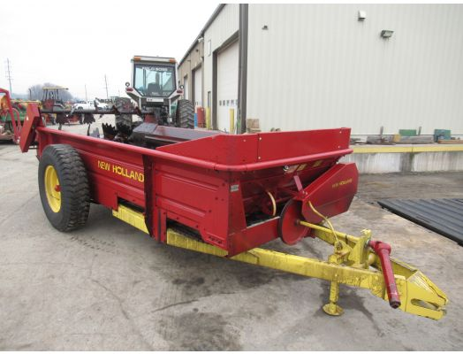 New Holland 518 manure spreader