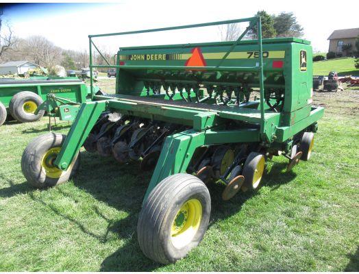 John Deere 750 10' no till drill