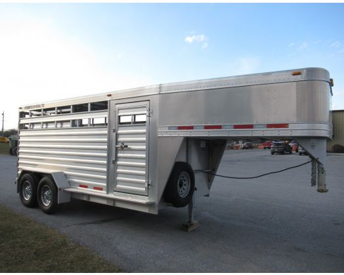 2010 Featherlite 16' gooseneck stock trailer
