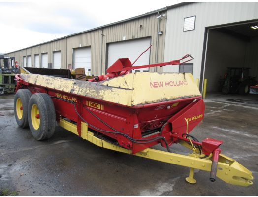 New Holland 680 manure spreader