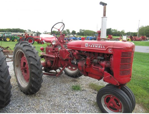 Farmall C tractor with fast hitch