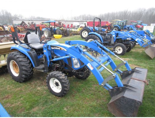 New Holland TC29DA 4x4 loader