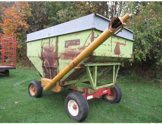 Parker gravity wagon with auger