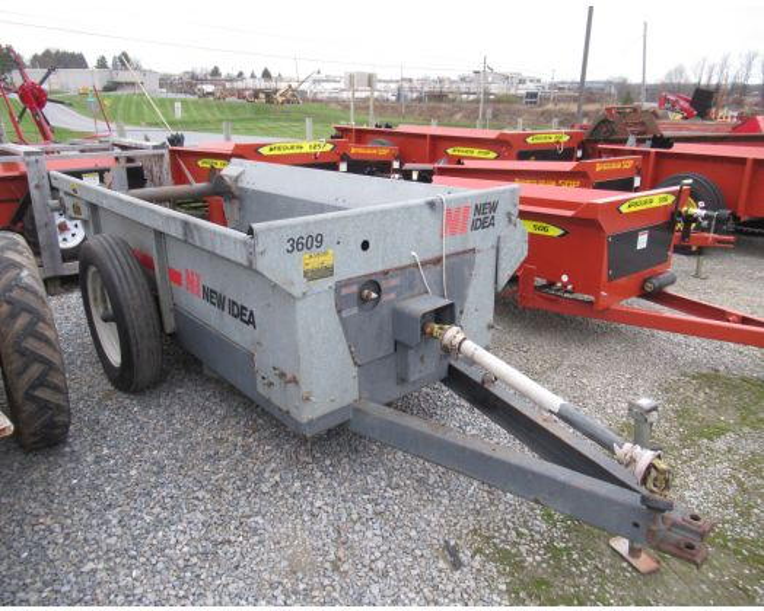 New Idea 3609 manure spreader