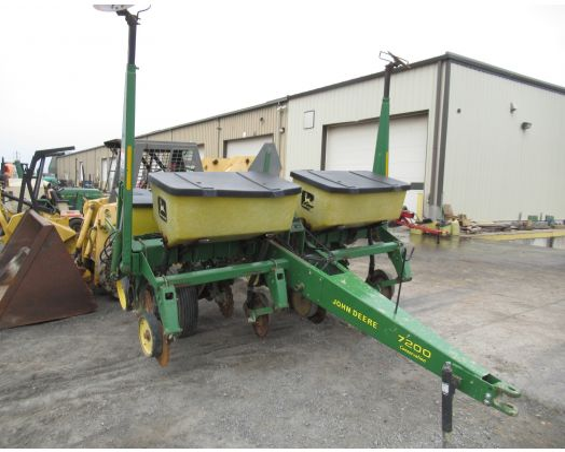 John Deere 7200 4 row corn planter