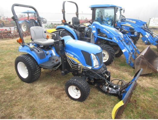 New Holland Boomer 1030 4x4 with blade