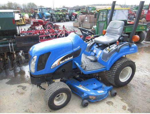 New Holland TZ22DA 4x4 tractor mower