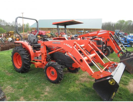 Kubota L3240 4x4 loader