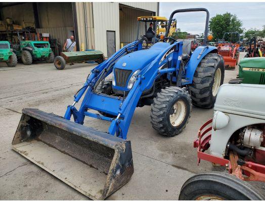 New Holland TC55D 4x4 loader