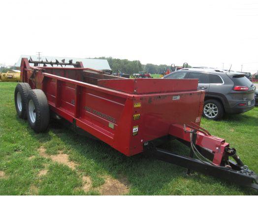 Case IH 595 manure spreader