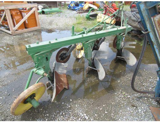 John Deere 3x14 3pt plow