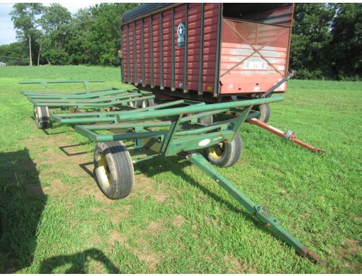 Diller round bale wagon