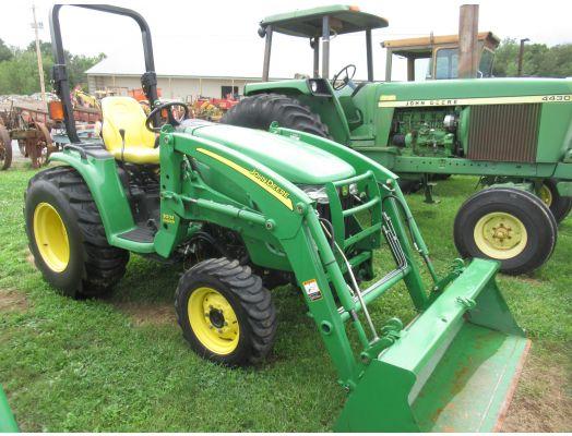 John Deere 3520 4x4 loader