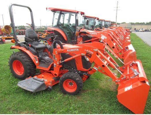 Kubota B2601 4x4 loader & mower