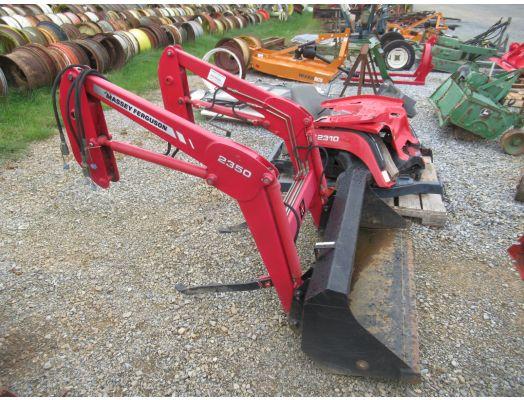 Massey Ferguson 2350 loader / GC2310