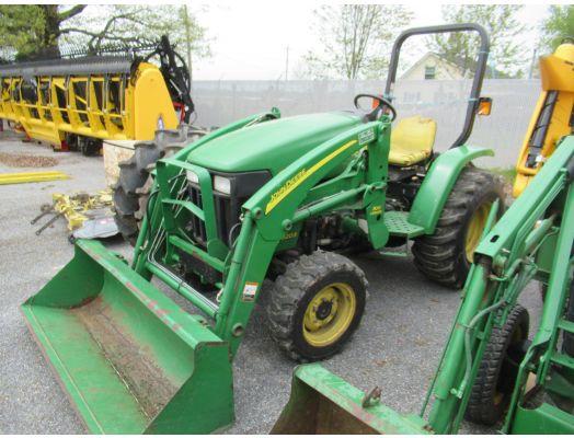 John Deere 3203 4x4 loader