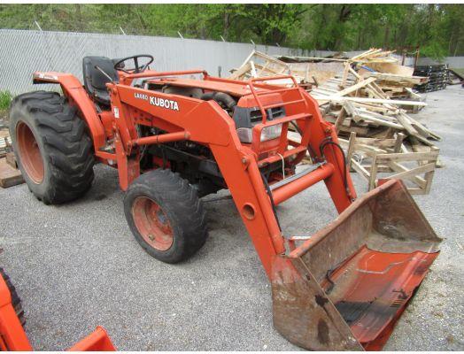 Kubota L4200 4x4 loader