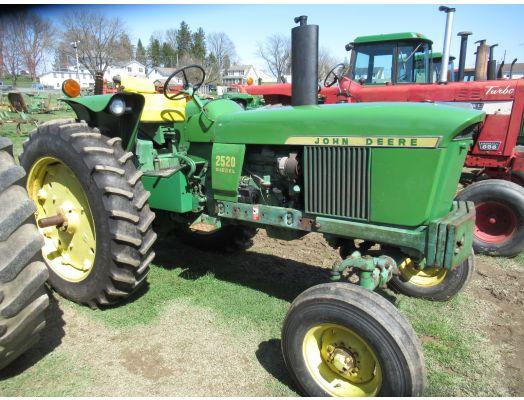 John Deere 2520 D tractor