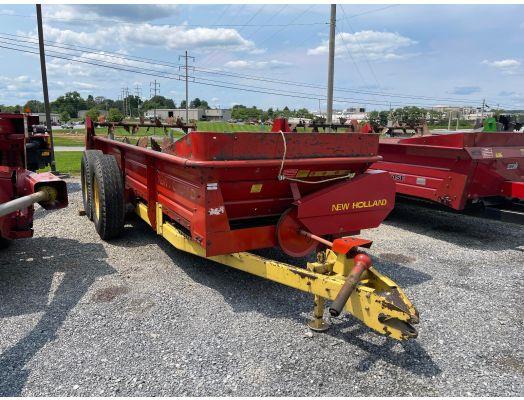 New Holland S676 manure spreader