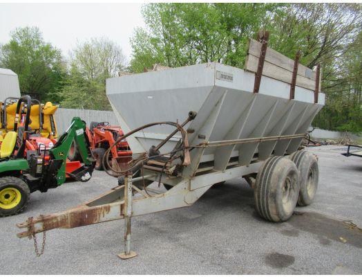 Stoltzfus 14' fertilizer spreader