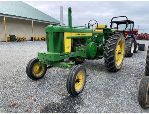 John Deere 720 gas wide front tractor